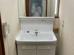 【施工事例】コンパクトなのに機能は充実!洗面化粧台をお取替え