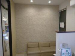 【施工事例】病院待合室の壁にもエコカラットを!